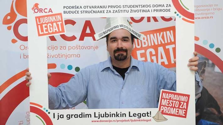 Elvir Burazerović tokom akcije prikupljanja sredstava za Ljubinkin legat.